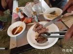 お肉が厚切り。こんなBBQの肉見たことない。