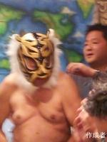 タイガーマスクが応援に駆けつけてくれました。