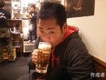 練習の後はあまりの寒さにビールで温まりました。